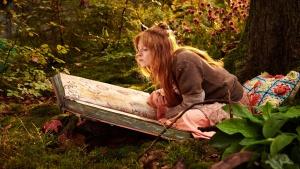 Die kleine Hexe (Karoline Herfurth) übt Zaubersprüche