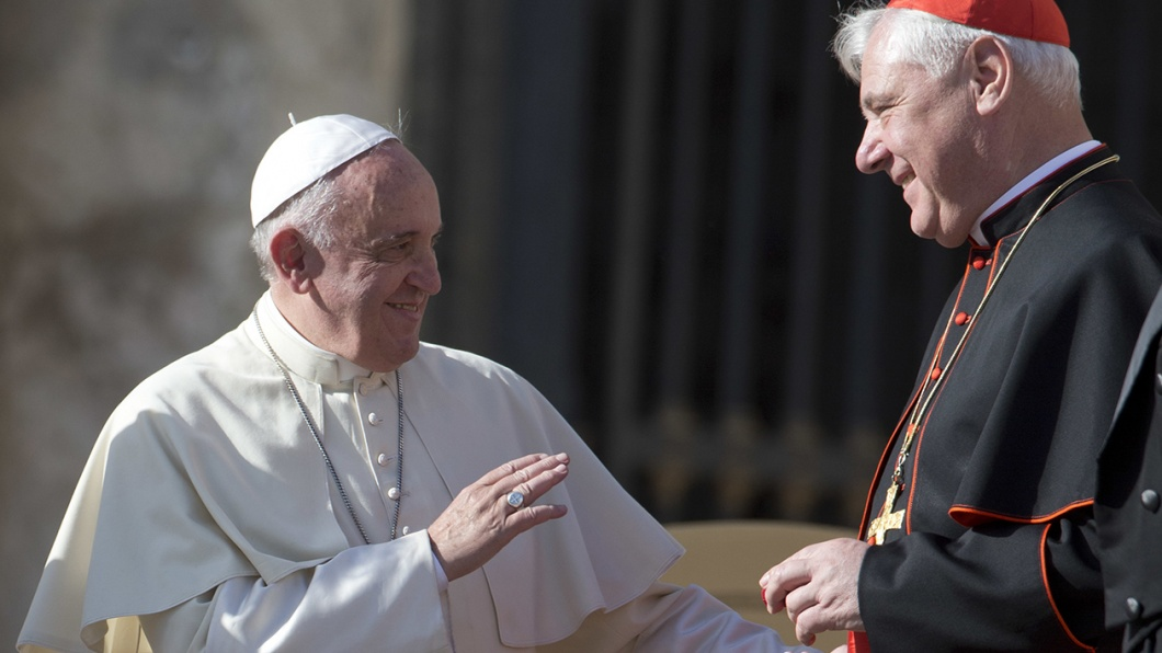 Papst Franziskus im Gespräch mit Kardinal Gerhard Ludwig Müller