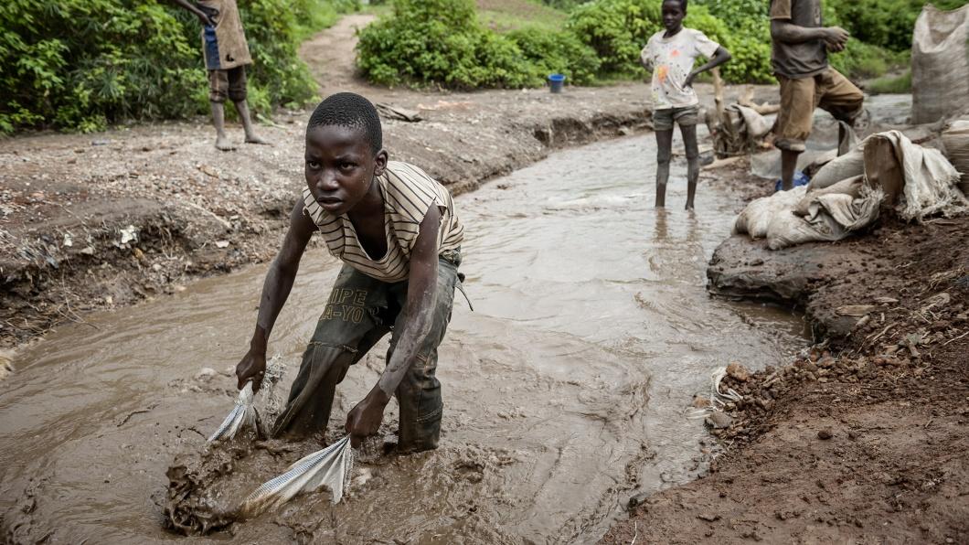 Kinder beim Kobaltabbau im Kongo