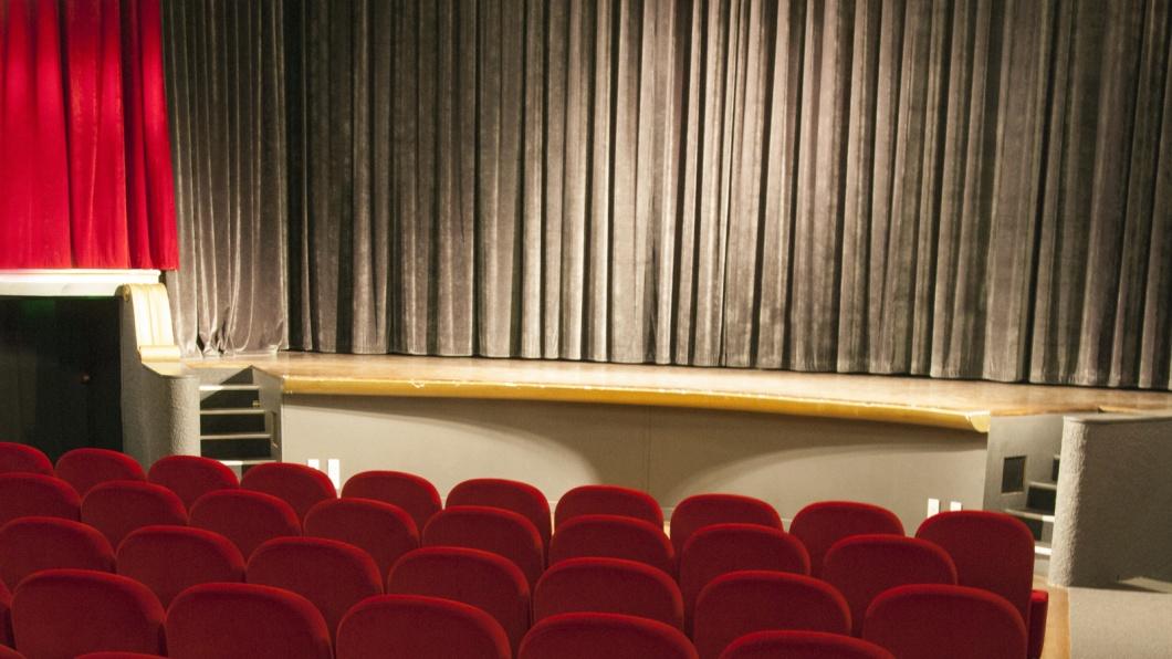 Theater, Bühne, Vorhang, Sitzreihen