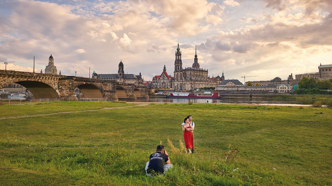 Fotograf Andreas Teichman fotografiert das Hochzeitspaar Hung und Trang in Dresden