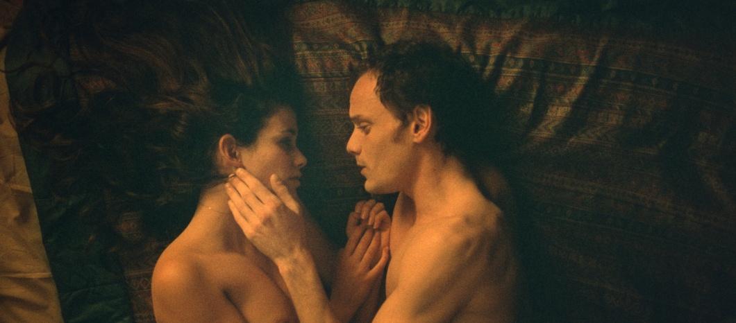 Mati (Lucie Lucas) und Jake (Anton Yelchin)