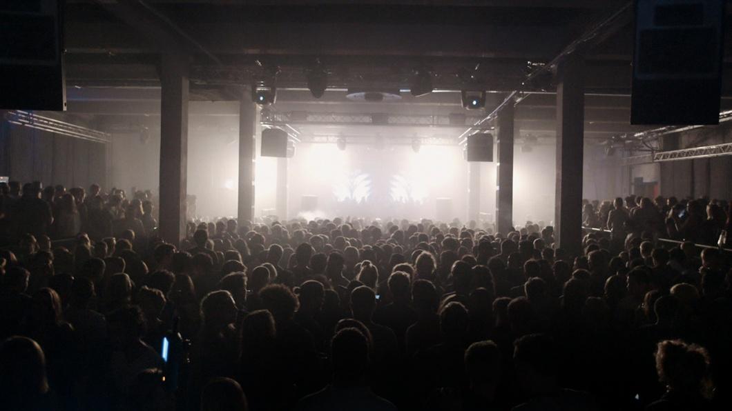 Filmszene Denk ich an Deutschland Nacht. DDN Club