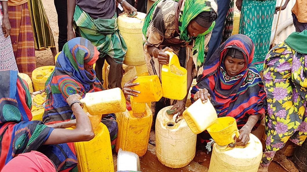 April 2017. Dürre im Nordosten Kenias an der Grenze zu Somalia. Das Wasser kommt mit dem Lastwagen nach Mandera