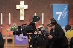 Eine der Kameras, die den Gottesdienst für das ZDF aufgenommen haben