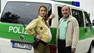 Filmszene mit Lisa Maria Potthoff als Maria Moosandl mit ihrem Vater Jürgen Moosand gespielt von Alexander Held