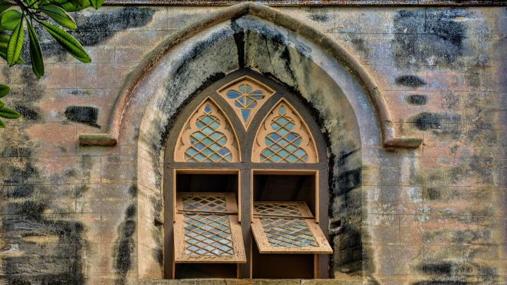 Geöffnete Kirchenfenster