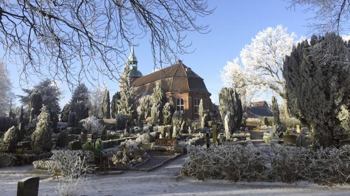 St. Pankratius-Kirche im Winter