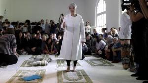 Seyran Ates im Gebetsraum der Ibn-Rushd-Goethe-Moschee