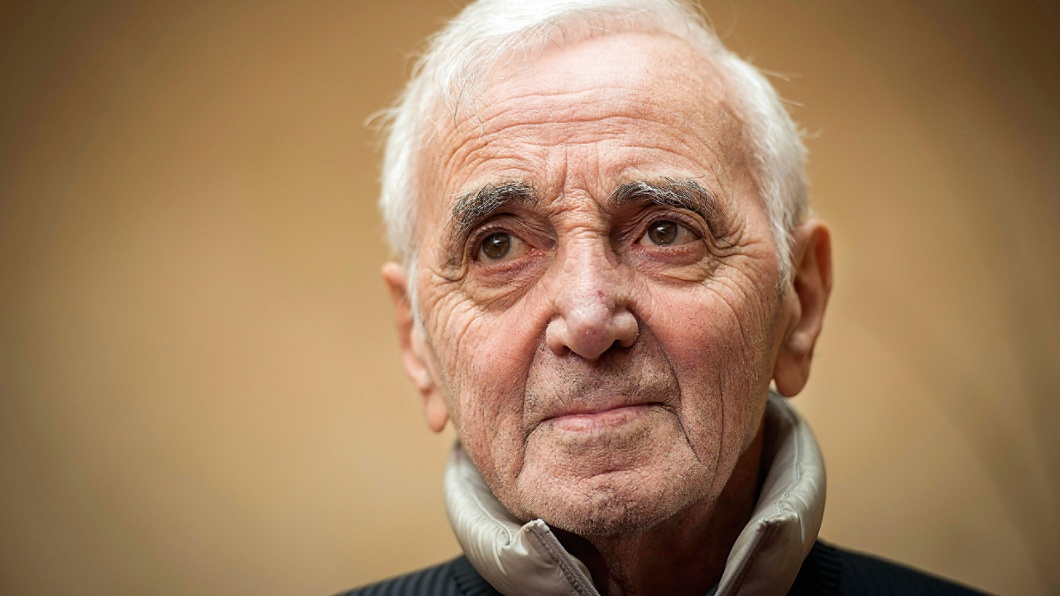 Charles Aznavour, 93, Chansonnier, lebt in Paris