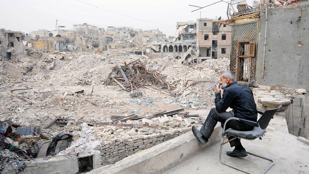 Aleppo liegt in Schutt und Asche. Für den Sicherheitsmann des Einkaufsviertels, Maher Khayata,  gibt es kaum noch etwas zu bewachen