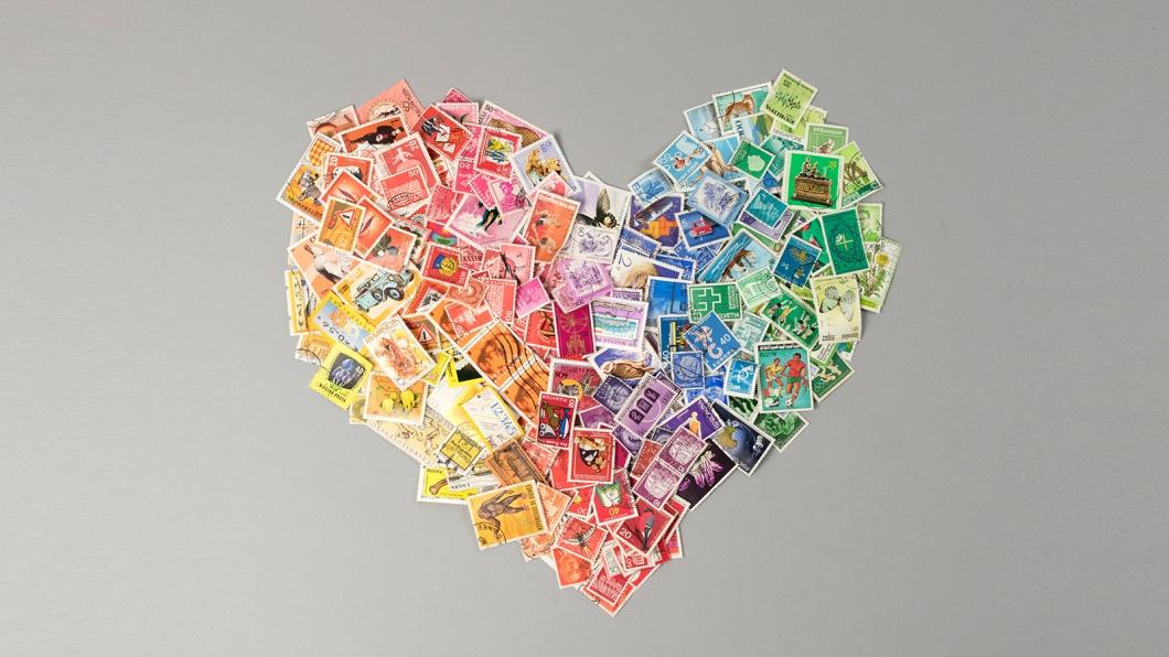 Ein Herz aus Briefmarken