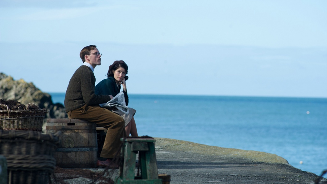 Catrin Cole (Gemma Arterton) und Tom Buckley (Sam Claflin) in einer Drehpause