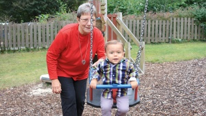 Schwester Erika und ihr Patenkind Jan