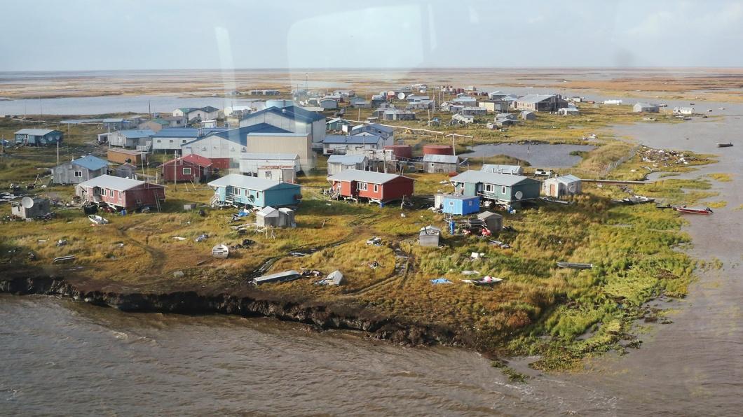 Das von Klimawandel und Erosion bedrohte 300 Einwohner zählende Yupik-Dorf Newtok im Westen Alaskas