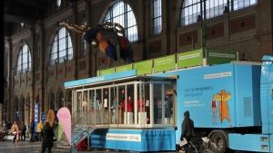 Der Reformationstruck in der Halle des Zürcher Hauptbahnhofs