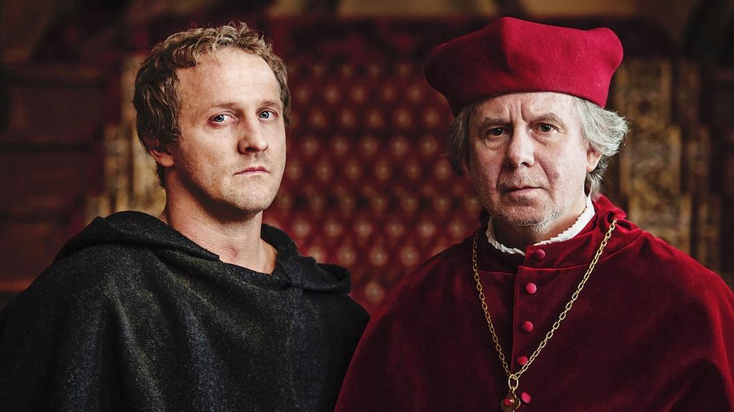 Martin Luther (Maximilian Brückner) und Erzbischof Albrecht von Brandenburg (Joachim Krol)