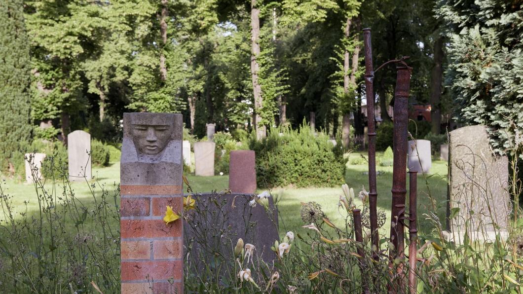 """""""Garten der kleinen Ewigkeit"""" auf dem evangelischen Alten Zwölf-Apostel-Kirchhof in Berlin-Schöneberg"""