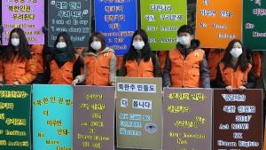 Südkoreanische Bürgeraktivisten machen mit einer Straßenkampagne in der Innenstadt von Seoul auf die schreckliche Menschenrechtssituation in Nordkorea aufmerksam