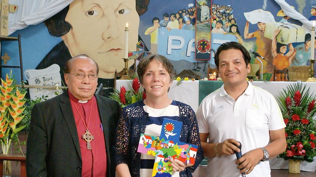 Margot Käßmann mit Bischof Gomez und Künstler Christian Chavarria