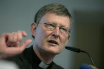 Kardinal Woelki am Mikrofon