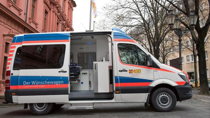 """Der """"Wünschewagen"""" des Arbeiter-Samariter-Bundes (ASB)."""