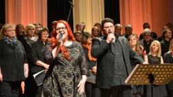 """Der """"Night of the Hymns""""-Projektchor bei einem Konzert im Mai 2015."""
