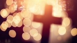 Kreuz im Licht.