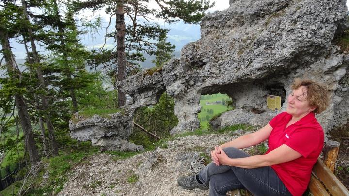 """Die bizarre Felsformation """"Predigtstuhl"""" liegt etwa 300 Höhenmeter über dem Hochplateau der Ramsau. Hier trafen sich in der Zeit nach der Reformation """"Geheimprotestanten""""."""