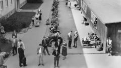 Menschen im Notaufnahmelager Berlin Marienfelde 1958