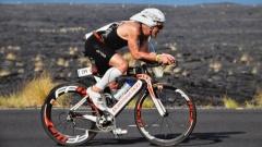Ironman Raimund Schulz auf dem Fahrrad