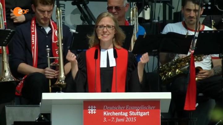 Der 35. Deutsche Evangelische Kirchentag wurde am Sonntag (07.06.2015) mit einem Grossgottesdienst auf dem Cannstatter Wasen in Stuttgart beendet. Die Predigt hielt die Hildesheimer Pastorin Nora Steen