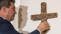 Im Eingangsbereich aller bayerischen Dienstgebäude soll künftig ein Kreuz hängen.
