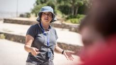 Miri Eisin während einer Exkursion auf den Golanhöhen.