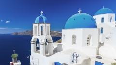 Die Kirchen mit Kreuz auf Santorin bilden das kulturelle Erbe der Insel ab und repräsentieren dies sowohl durch  die Monumente, die Religion und die Landschaft.