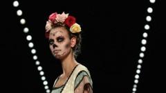 Model mit Toten-Make-Up auf der Berliner Fashion Week