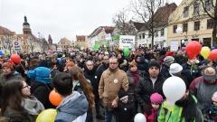 Gemeinsam demonstrieren Flüchtlinge und Cottbuser