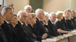 Zahlreiche Bundesminister und Abgeordnete aus allen Fraktionen nehmen mit einer Totenmesse Abschied von Altbundeskanzler Helmut Kohl (CDU).