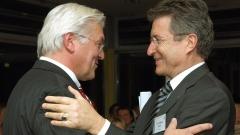 Der EKD-Ratsvorsitzende, Bischof Wolfgang Huber und Bundesaußenminister Frank-Walter Steinmeier 2007 während einer Tagung in Berlin