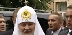 Patriarch Kyrill von Moskau mit Klappkreuz
