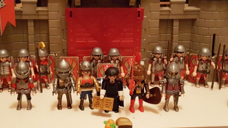 Moritz, 6 Jahre alt, lässt Martin Luther mit den Rittern spielen.