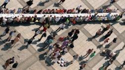 Tafel der Religionen auf dem Gendarmenmarkt von oben