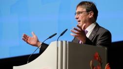 Der Kirchenpräsident der EKHN, Volker Jung, auf der EKD-Synode in Bonn.