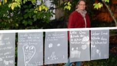 """Kinder schreiben oder malen """"Liebesbriefe"""" an verstorbene Menschen oder Tiere."""