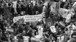 Anti-Schah-Demonstration vor dem Rathaus Schöneberg