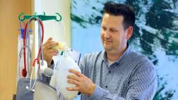 Christian Altmann ist Geschäftsführer der IntegraCura. Der Pflegedienst gründete 2013 die Essener Beatmungs-Wohngemeinschaft.
