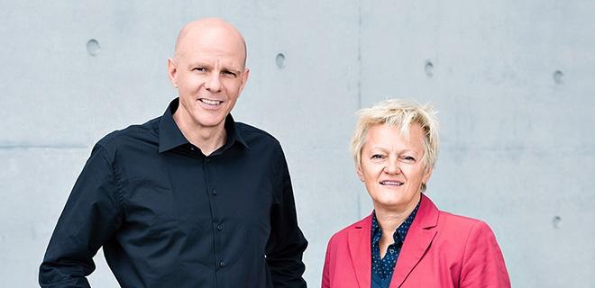 Matthias Gockel und Renate Künast im Paul-Löbe-Haus in Berlin