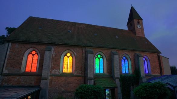 regenbogenkirche585x329.jpg