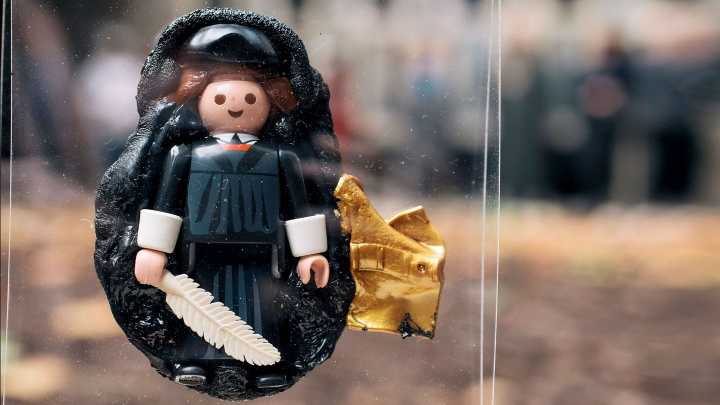 eingeschmolzene Playmobil-Lutherfiguren