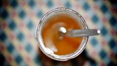 Honigtopf mit Löffel